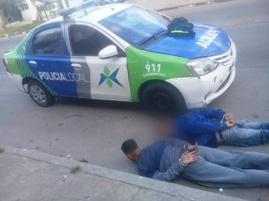 """Dos sujetos armados con una pistola """"tumbera"""" detenidos por robo"""