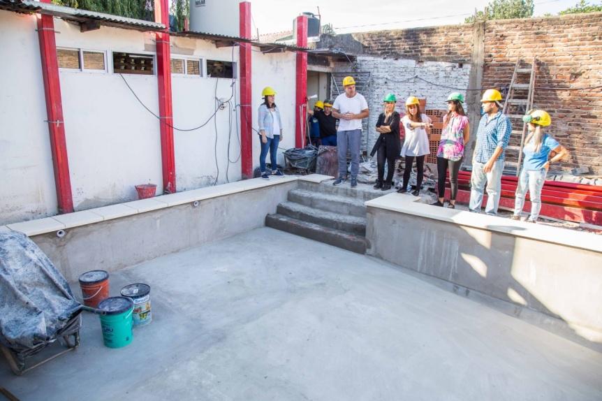 """Molina visitó """"El Hogar de mis Sueños"""" y la construcción de la pileta comunitaria"""