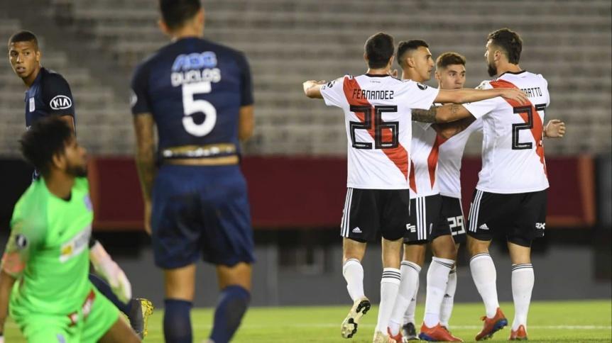 River derrotó con contundencia a Alianza Lima y se acomodó en su grupo