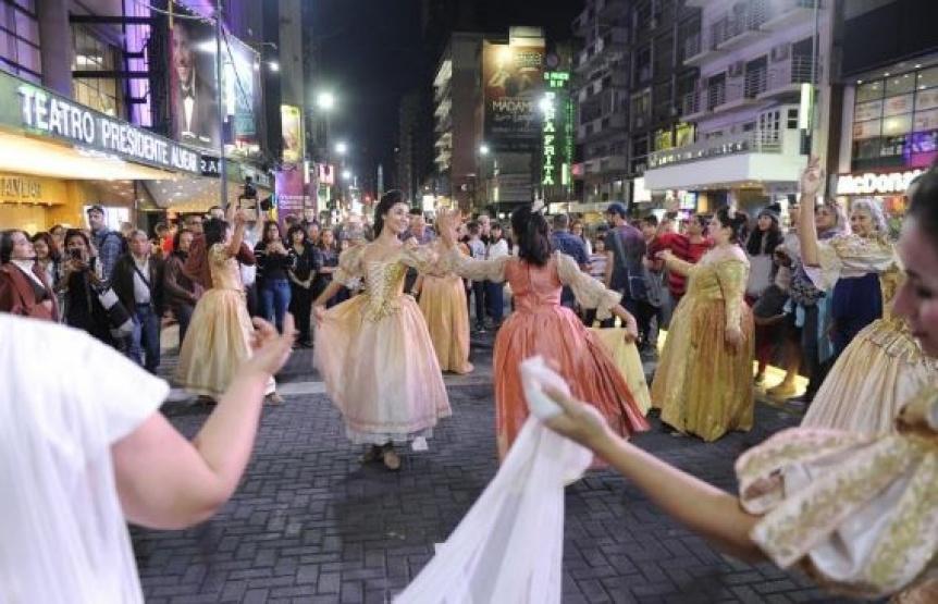 Una multitud particip� de la inauguraci�n de la nueva calle Corrientes