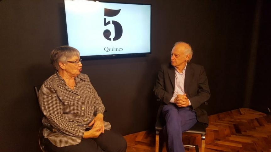 Profesora furor en las redes ofrece dar charlas en instituciones de la ciudad