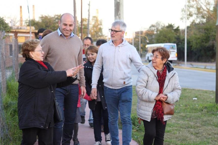 Molina recorri� la renovada avenida Mitre y dialog� con vecinos y comerciantes