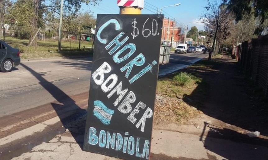 Bomberos Voluntarios de Esteban Echeverr�a pusieron una parrilla para poder pagar el alquiler