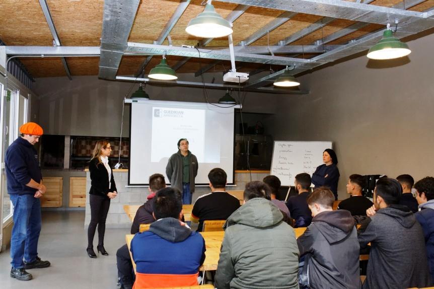 Pr�cticas profesionalizantes de estudiantes en empresas de Berazategui