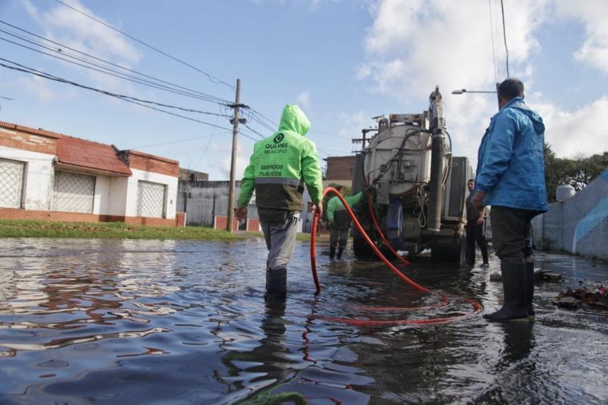 La Comuna despliega un operativo de limpieza y asistencia en los barrios afectados por el temporal