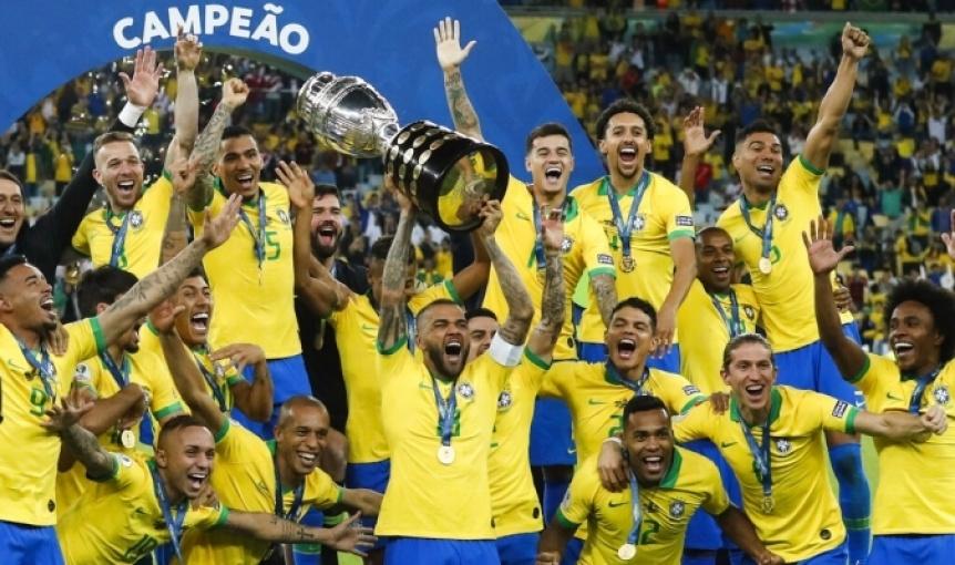 Con otro arbitraje polémico, Brasil derrotó a Perú y se coronó campeón
